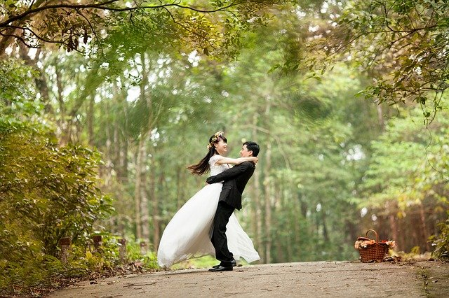 sukienki ślubne dla ciężarnych